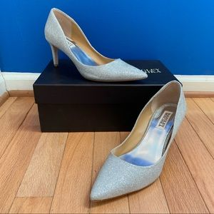 Badgley Mischka Poise Silver Pointy Toe Pumps EUC